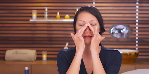 Massage mắt- L'Occitane
